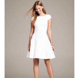 Banana Republic Seamed Fit & Flare Dress. Size 2.